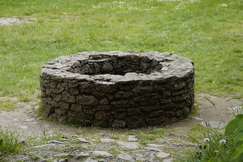 Scary Riddles the stone well in grass